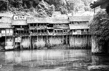 fenghuang-stilt-houses.jpg