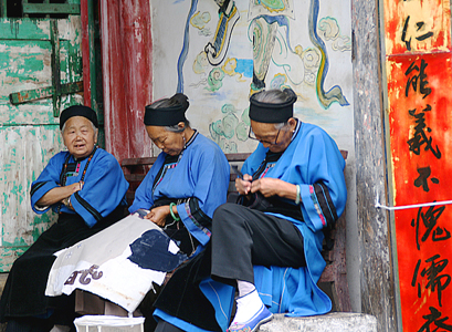 ming-ladies-in-tunabao-village.jpg