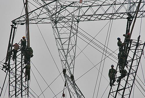 Workers Fixing pylons near ZhaoZhou Bridge