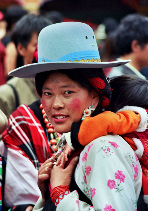 Khampa Lady and baby Kangding