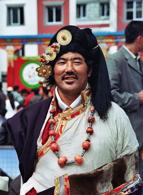 Khampa man in Kangding 2004