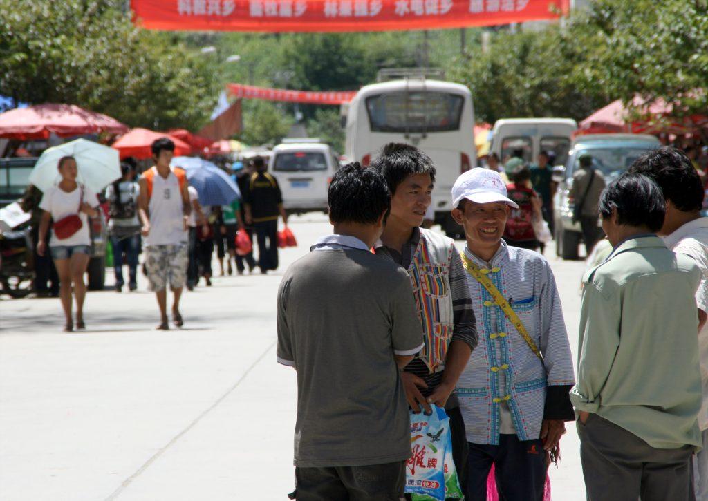 Market day in Bingzhongluo