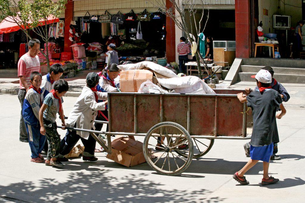 Young Rubbish Collecters in Bingzhongluo