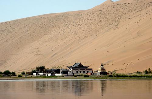 Badain Jaran Desert, Temple
