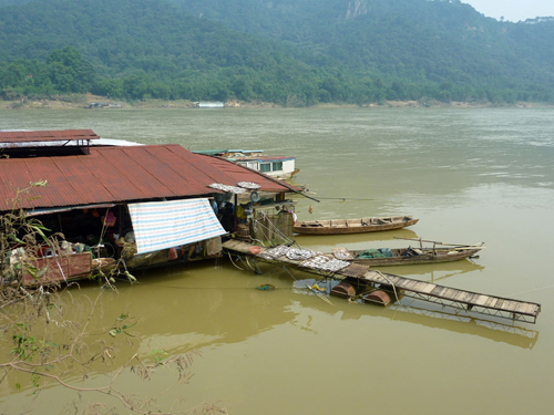 More floating restaurants