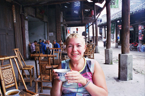 Margie having tea in Luocheng 罗城镇