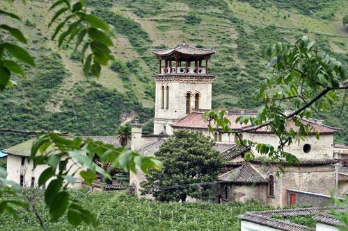 Cizhong's amazing Tibetan style church Cizhong 茨中 Yunnan