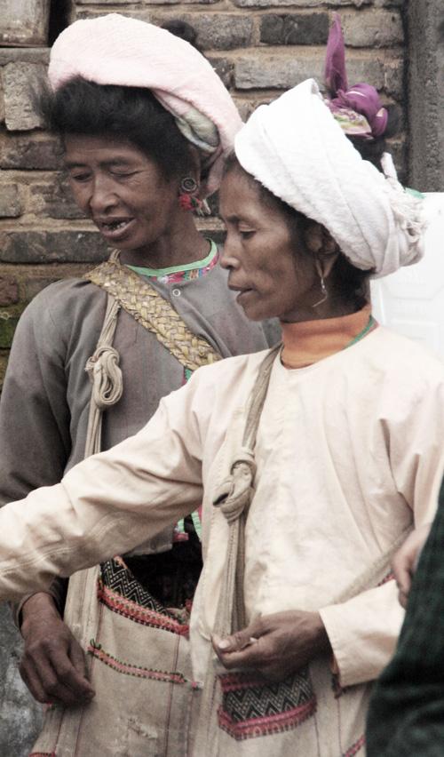 Bulang women Xiding Market 西定市场 Yunnan