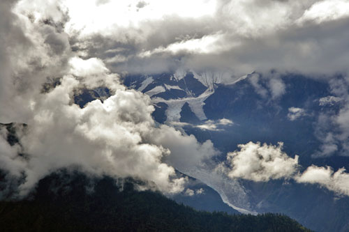 Meili Shan hidding its peak