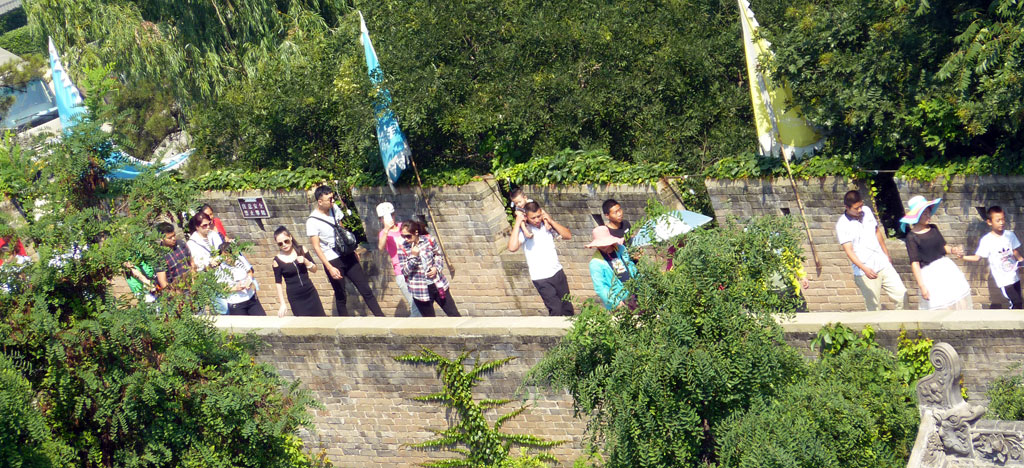Chinese Tourists Arriving