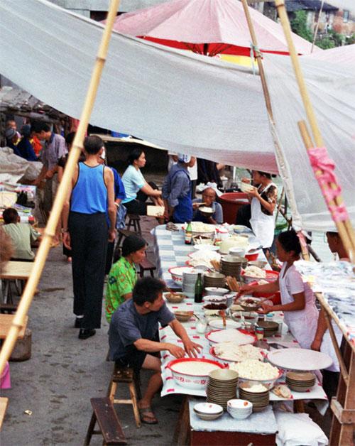 lunch at Chong'an Market Chong'an Market 重按市场: Guizhou 贵州省