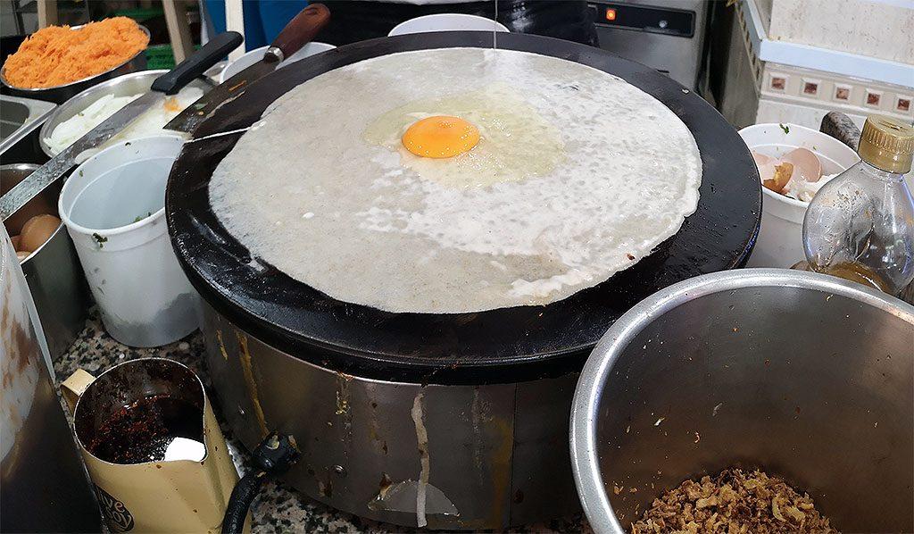 Making jian Bing  煎饼  / Chinese Pancake