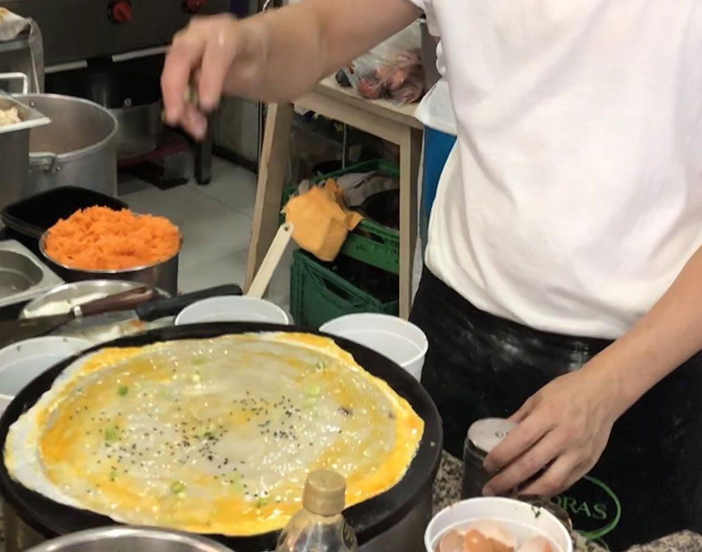 Making ian Bing  煎饼  / Chinese Pancake