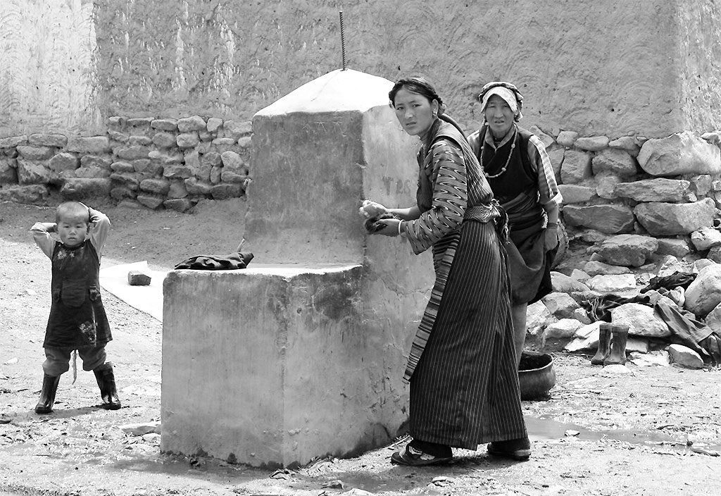 locals washing clothes  Shalu Monastery 夏鲁寺: Tibet