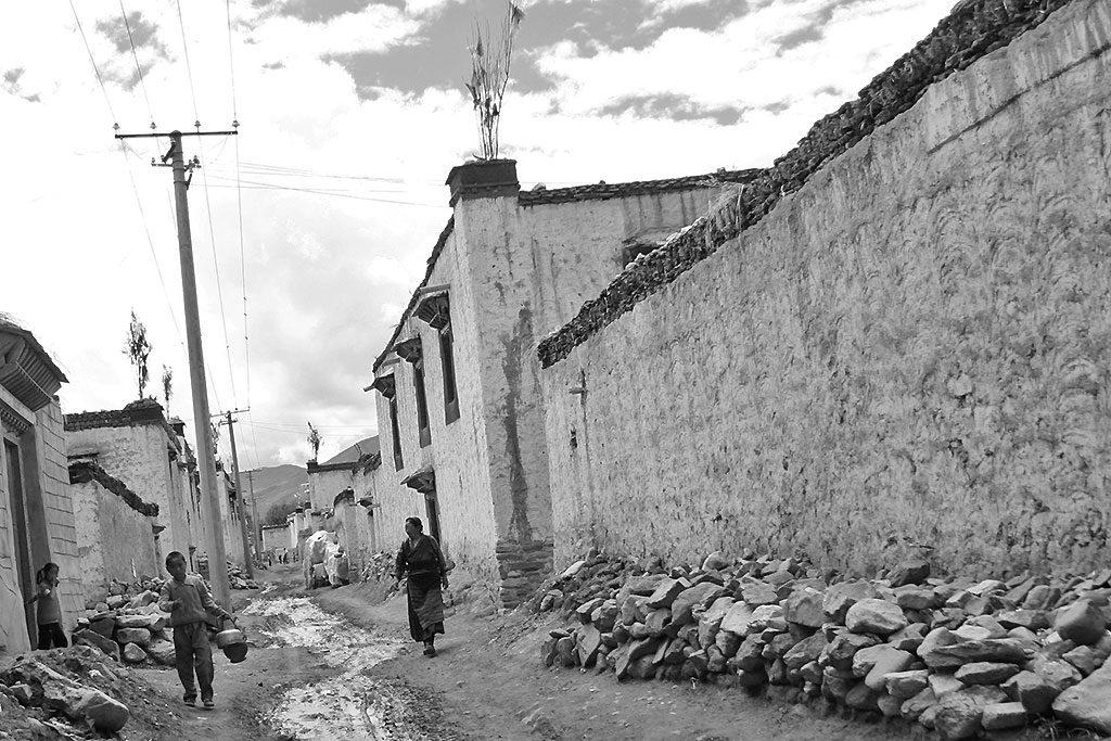 street Shalu Monastery 夏鲁寺: Tibet