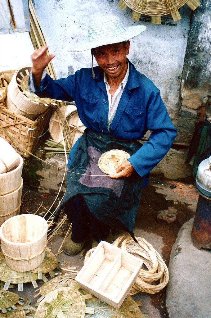 basket weaver Anshun Sunday Market: 安顺星期七农民市场