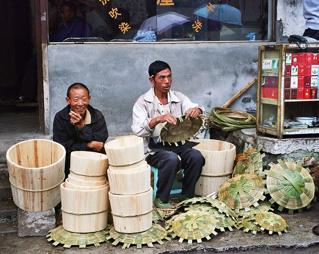 bucket makers Anshun Sunday Market: 安顺星期七农民市场