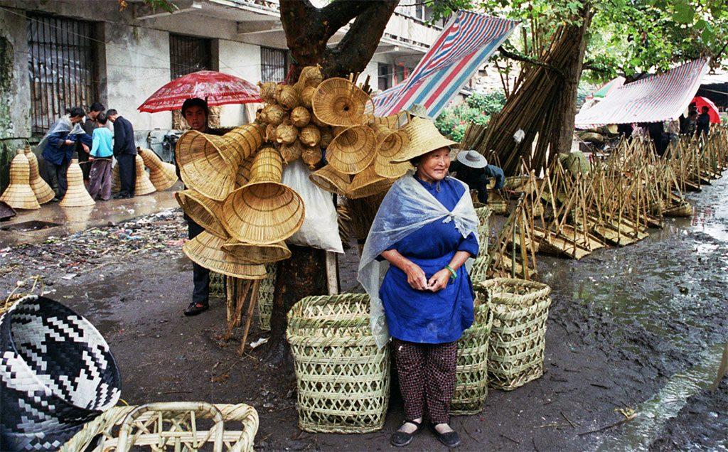 basket seller Anshun Sunday Market: 安顺星期七农民市场