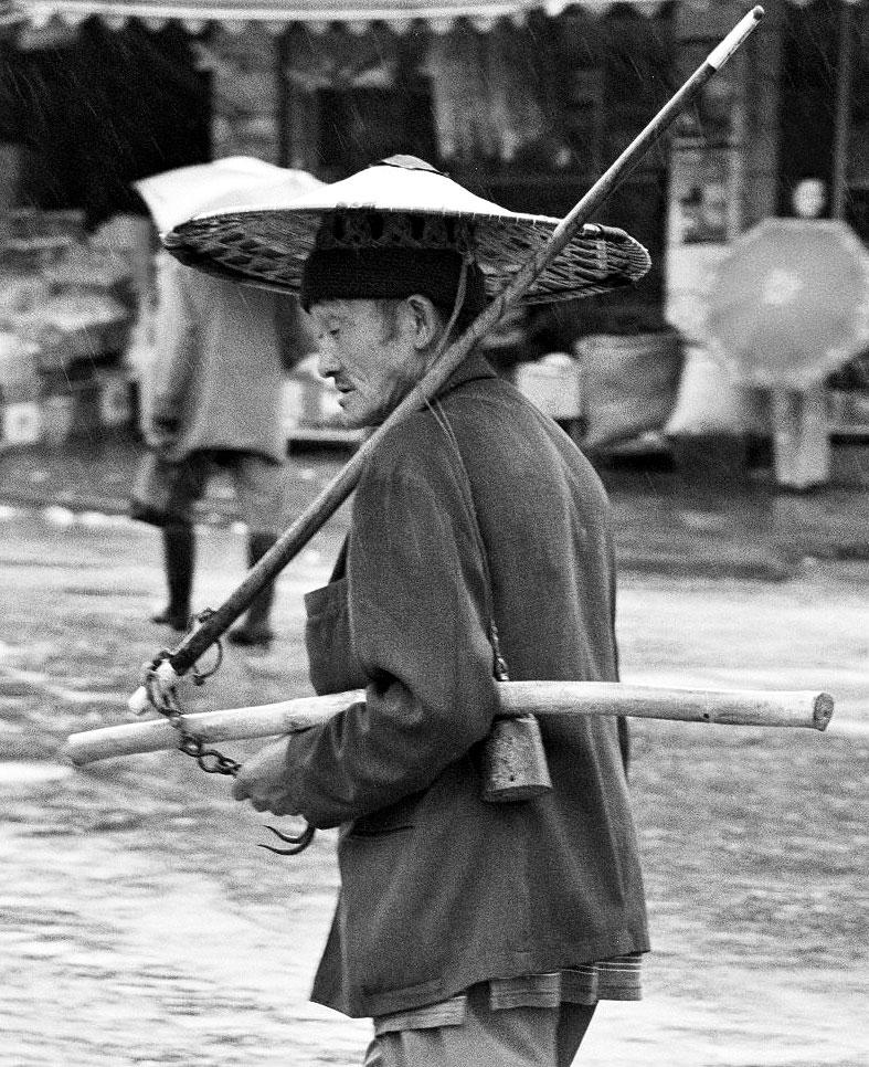 Anshun Sunday Market: 安顺星期七农民市场 seller
