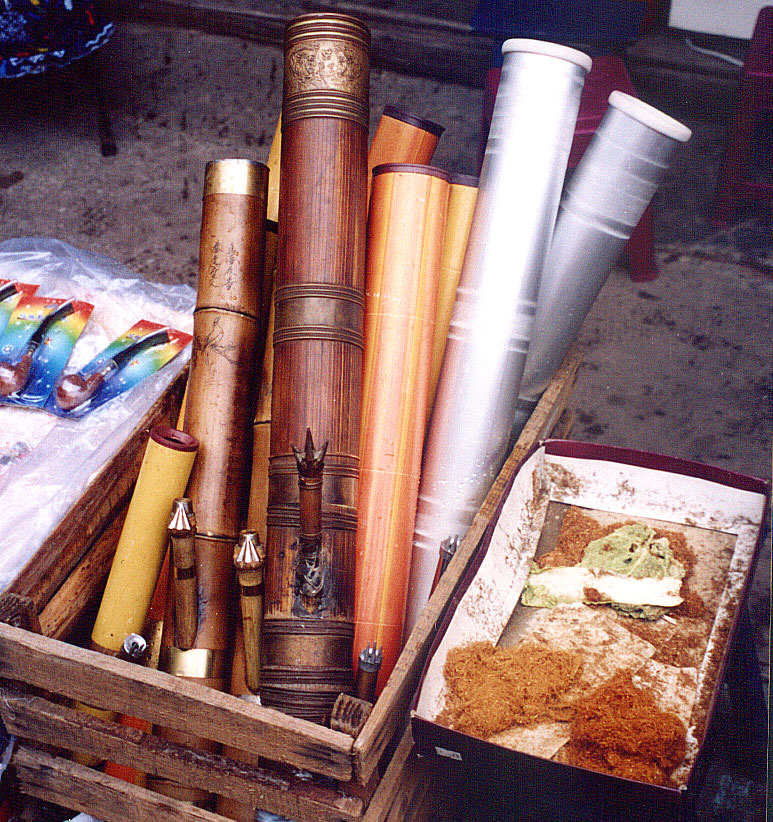 smoking tools Anshun Sunday Market: 安顺星期七农民市场