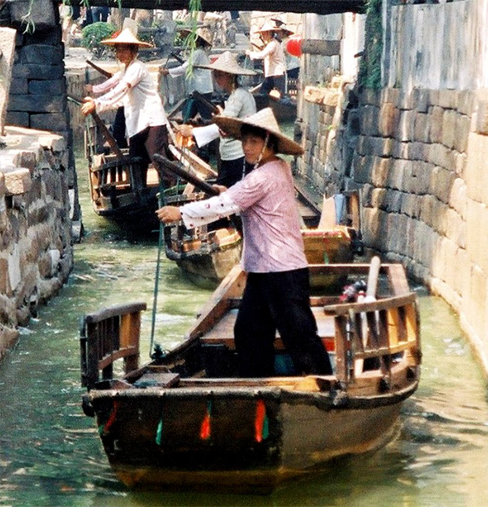 THE BEST DAY TRIP FROM SUZHOU  苏州 Luzhi 甪直 An Authentic Canal Town canal boats