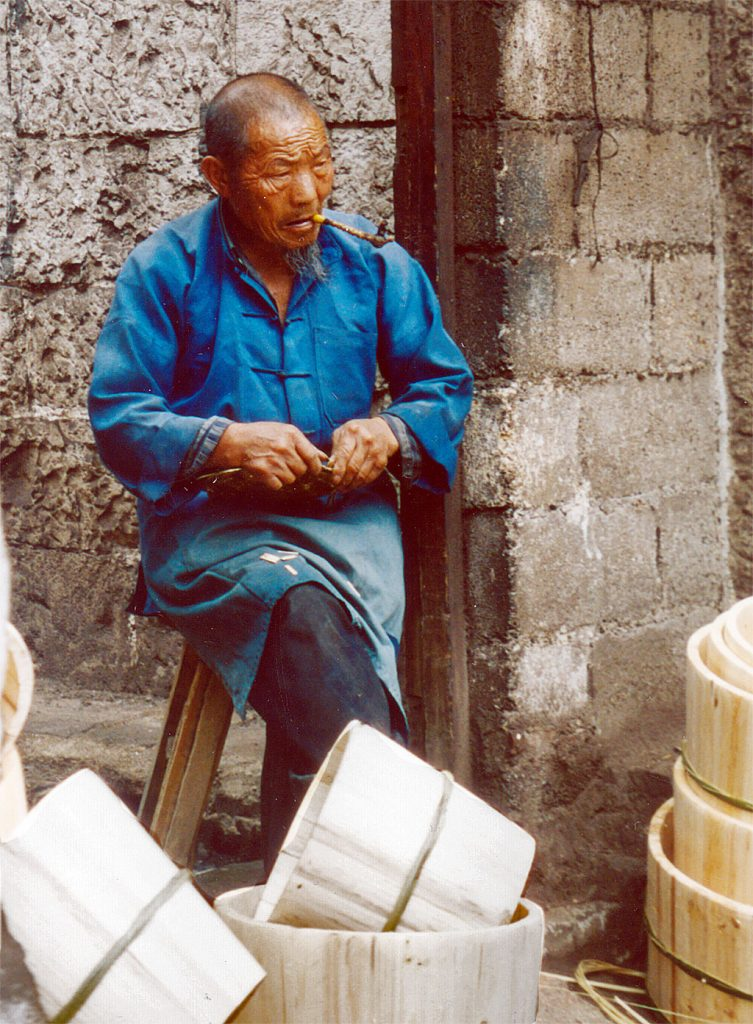 bucket maker Anshun Sunday Market: 安顺星期七农民市场