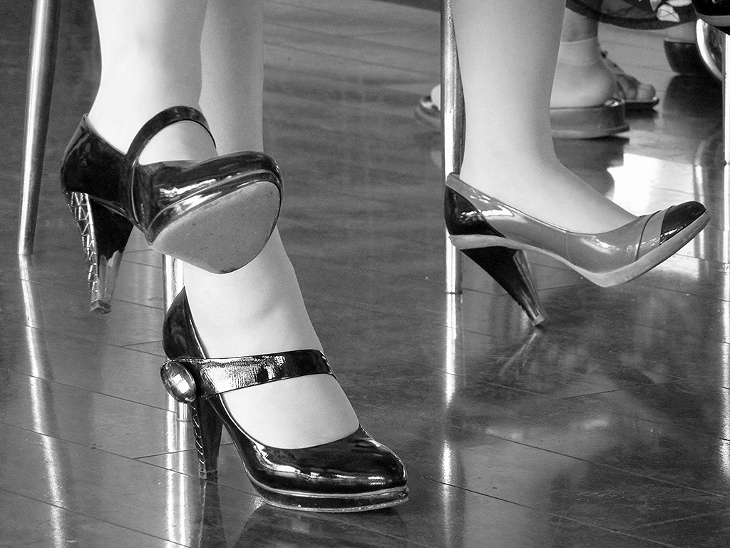 Shoe fashion on the Wuhan Ferry