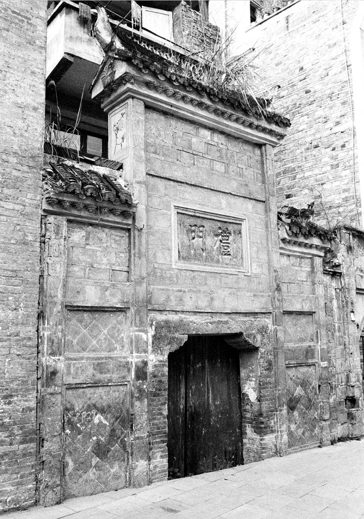 Old entrance: not our hotel 镇远古城