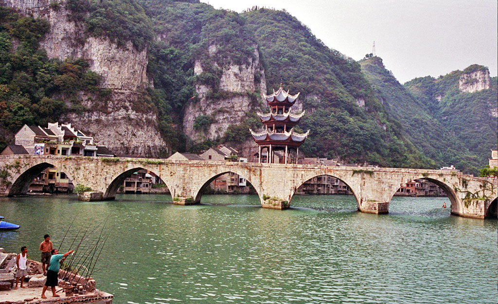 fishing in Zhenyuan Guizhou镇远贵州 One of Guizhou's Most Attractive Towns