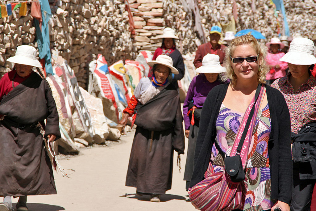 pilgrims at the The Original Yushu Seng-ze Gyanak Mani Wall before the 2009 Earthquake
