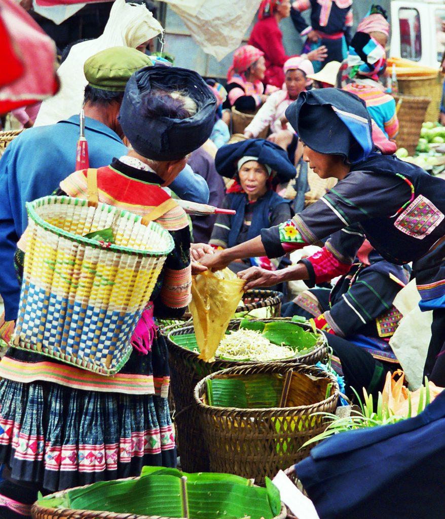zhuang black thai Laomeng Market 老勐 市场 Jinping Yunnan