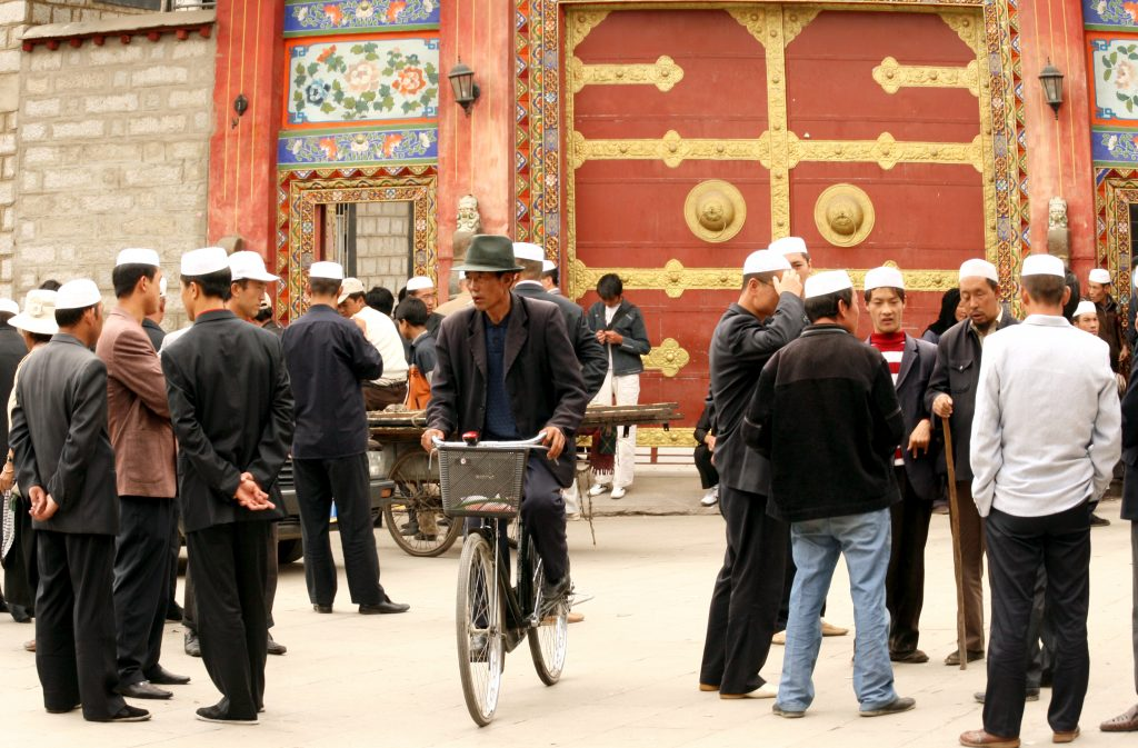 Muslims outside the Great Mosque in Lhasa清真大司寺