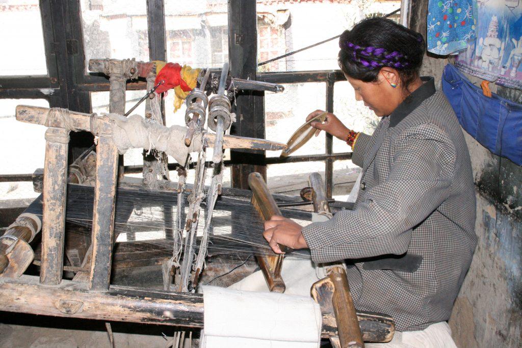 weaver in Gyantse tibet