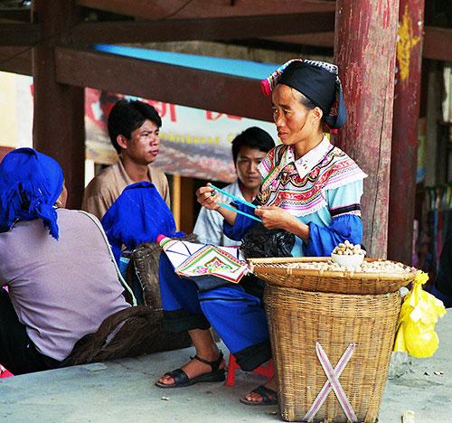Explore Chinese Provinces: Hani Lady Yuanyang Market
