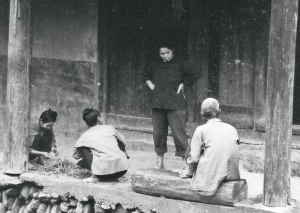 Zhaoxing: The Ultimate Dong Village. Having a chat