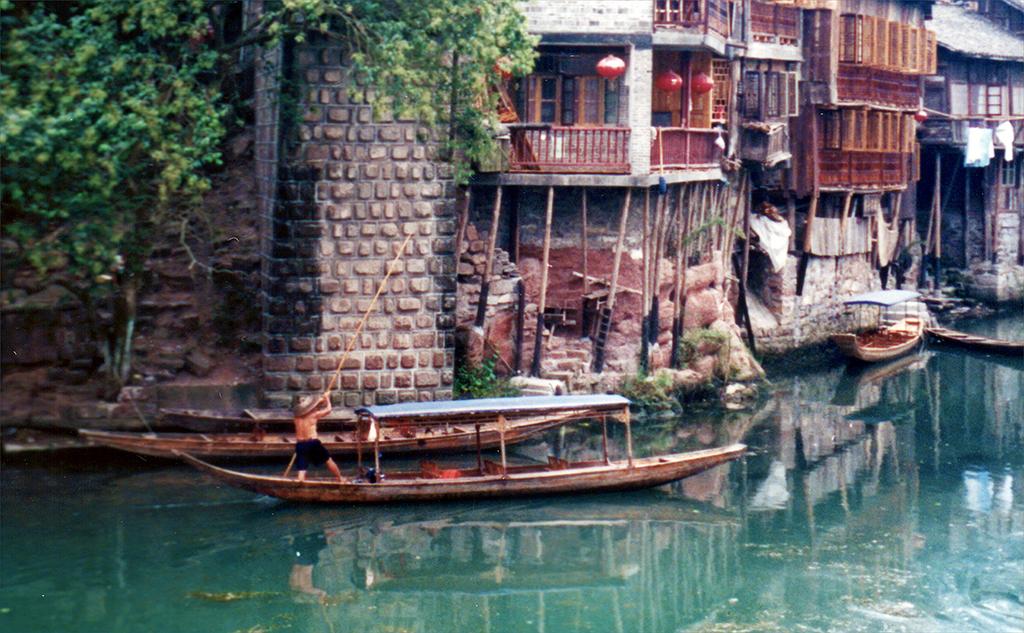 Boatman Punting Fenghuang 2003