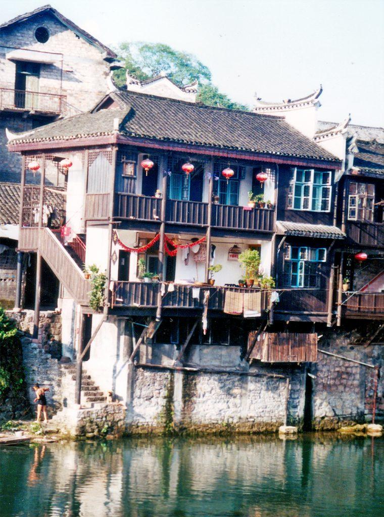 Traditioanl Inn Kezhan Fenghuang 2003