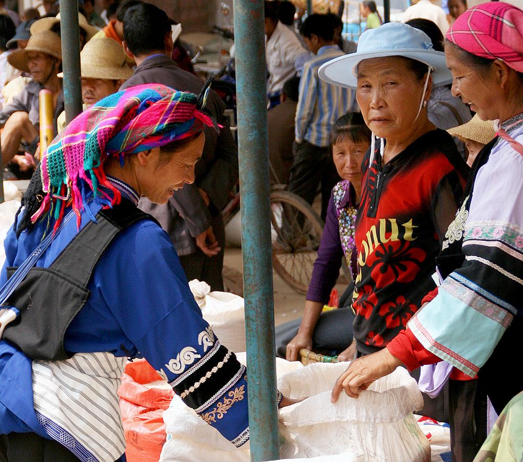 The Sani Minority at Lunan Market: Buying rice
